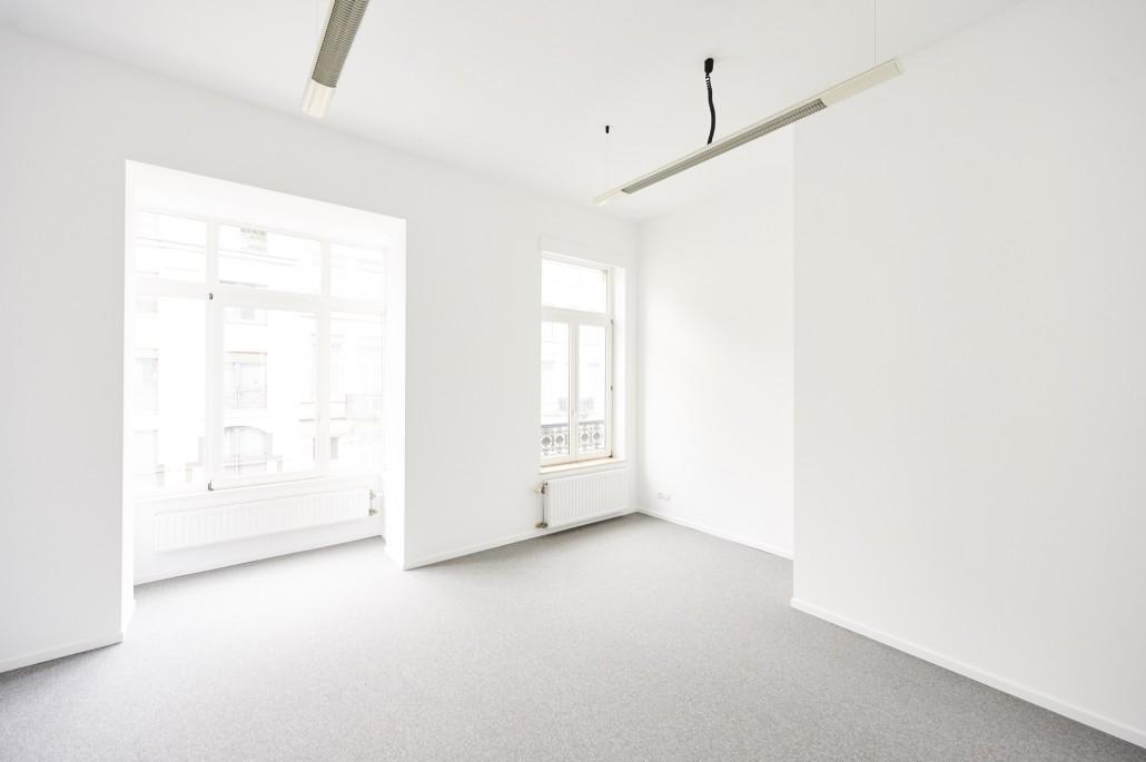 Renovatie kantoorruimte met een vloertapijt