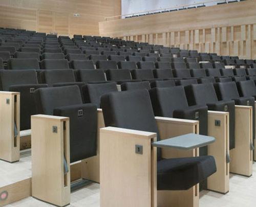 Auditorium klapstoel met tafel