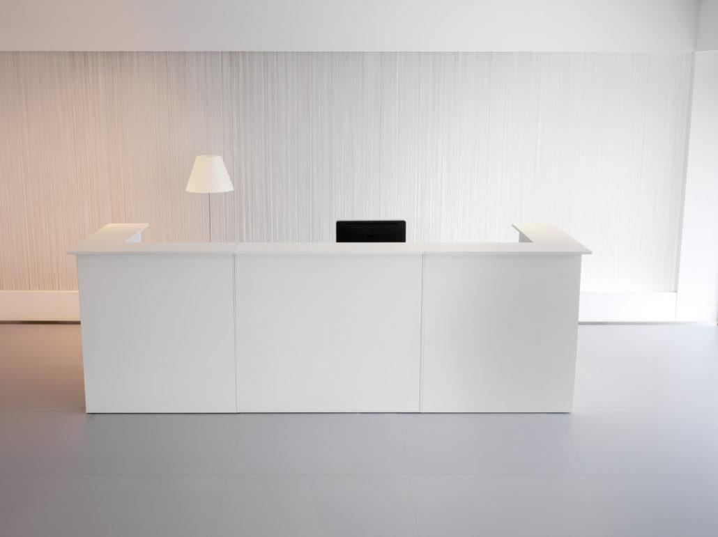 Witte moderne balie
