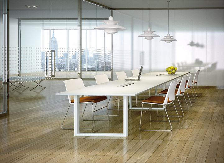 Lange witte vergader tafel